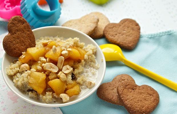 Pudding di quinoa dolce con biscottini alla panna