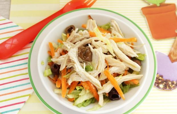 Insalata di pollo con verdure fresche